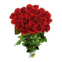 Send Red Roses Bouquet of 18 Flowers to India. Send Valentine Flowers to India